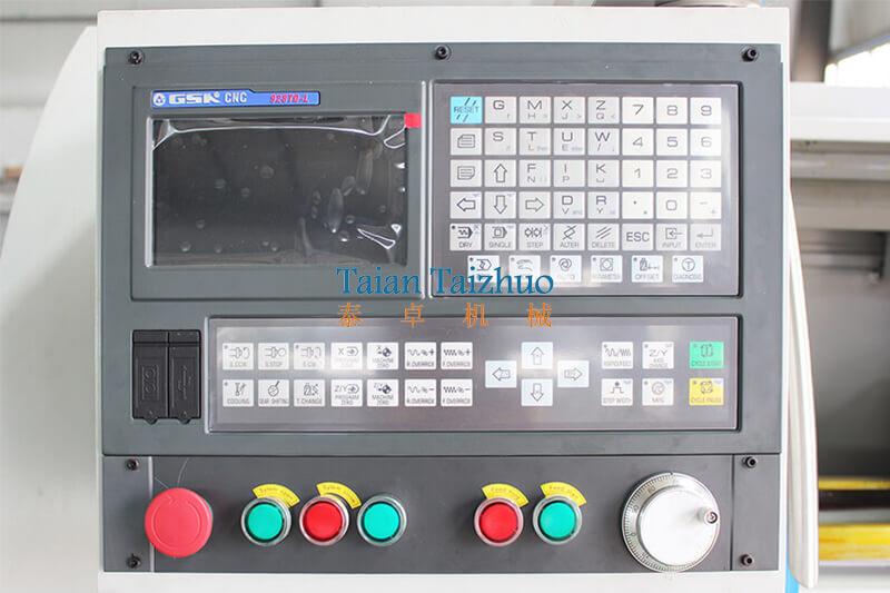 CNC Lathe Machine CK6136 4