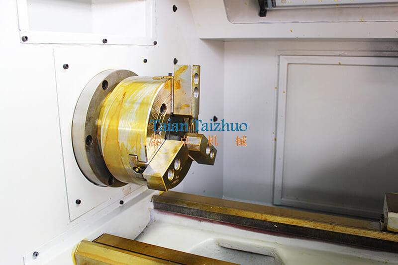 CNC Lathe Machine CK6136 5
